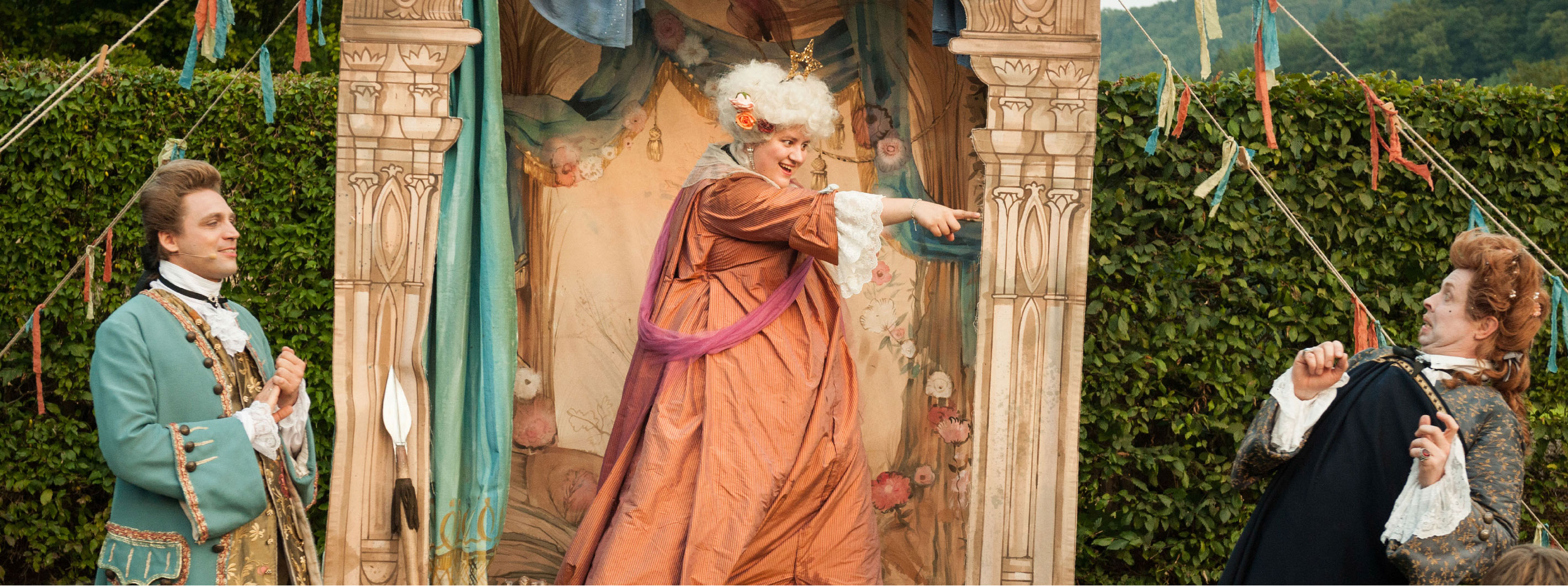 Theateraufführung von Venez-y-Voir beim Gartenfest auf Schloss Bürresheim, Foto: Dr. Eckart Bartnik